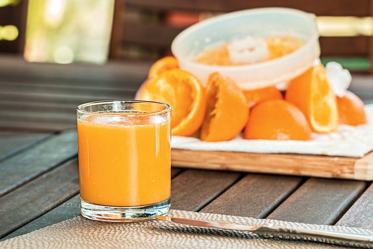 If you have been looking for a way to lose weight, consider drinking the juice from an orange.
