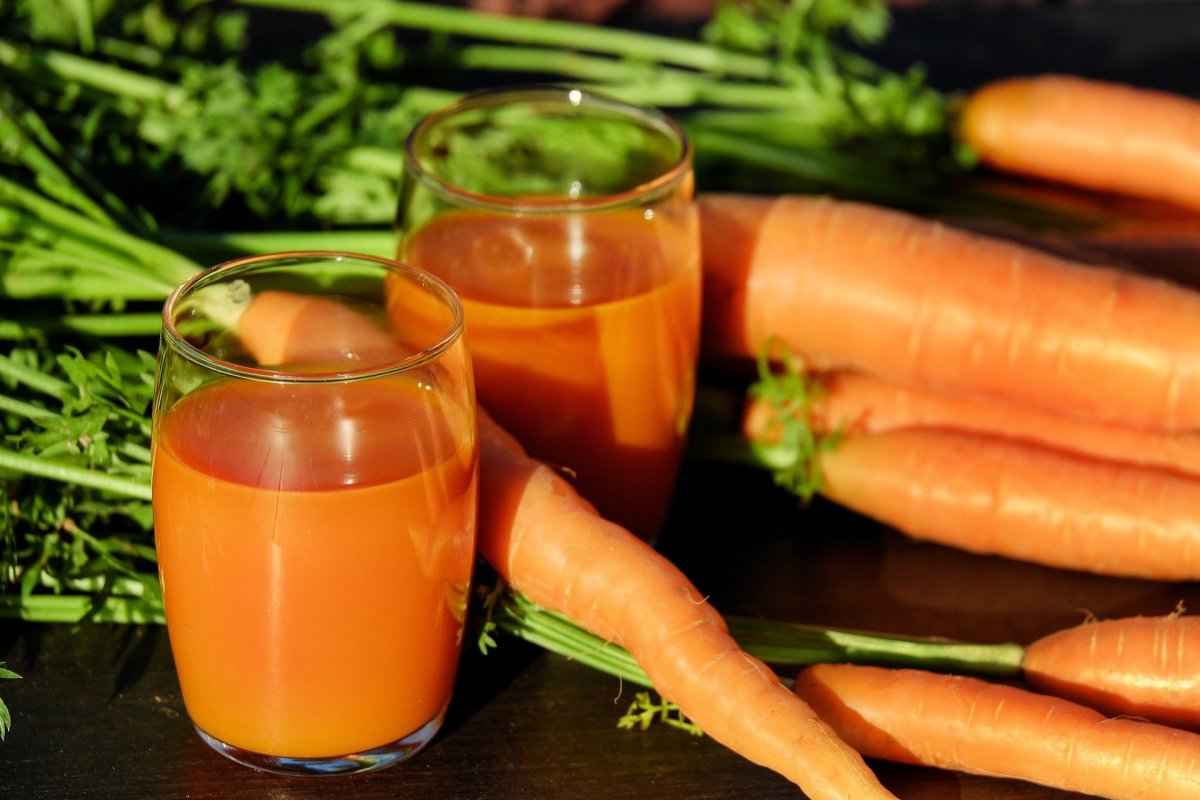 Carrot juice is a nutrient-dense drink that can help you lose weight. Carrots are rich in beta-carotene and vitamin C.
