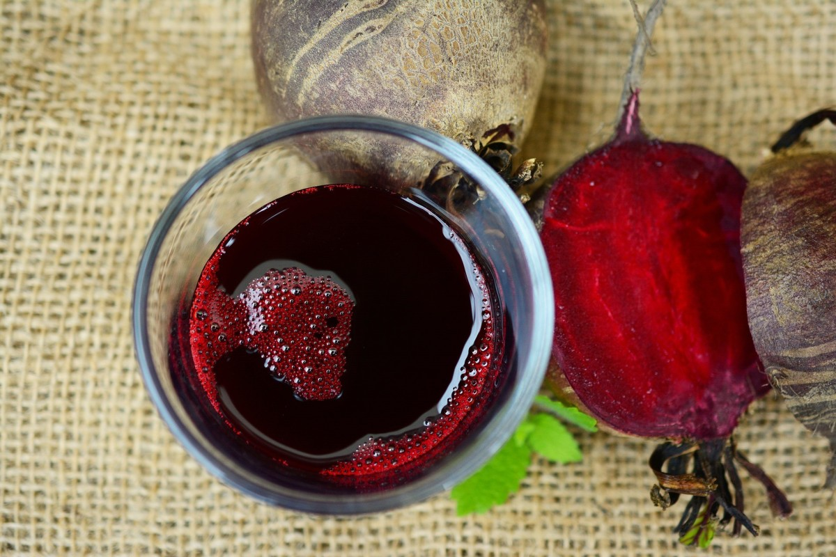 Beetroot juice is an excellent alternative to sugary drinks. It can help with weight loss.
