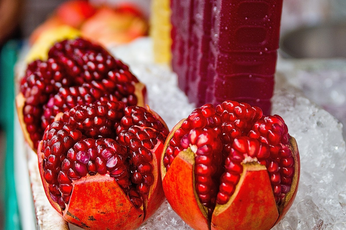 Pomegranate juice is a common weight loss drink because it contains antioxidants known to help with inflammation.