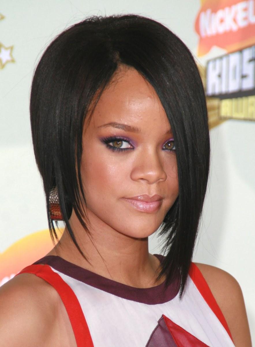 Rihanna Bobb Haircut - Celebrity Haircut - reverse bob haircut