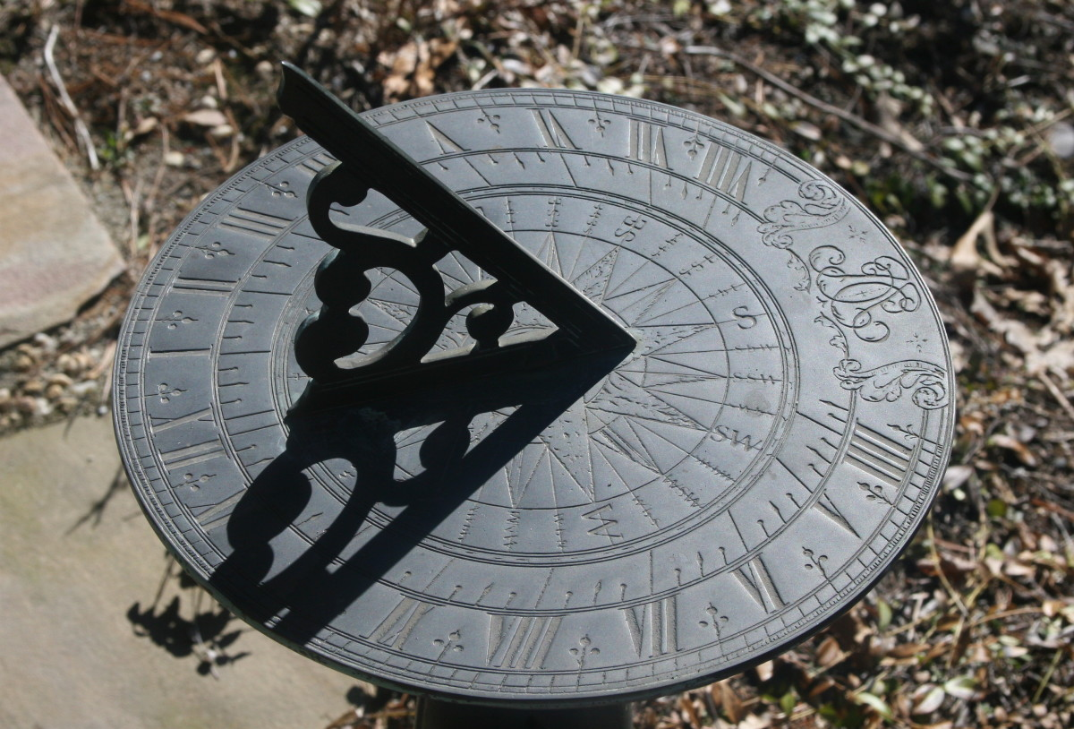 """n English: Sundial,located at """"The Healing Garden"""" which is an organization in Harvard, Massachusetts, that provides a variety of services to families touched by cancer. (29 March 2007)"""