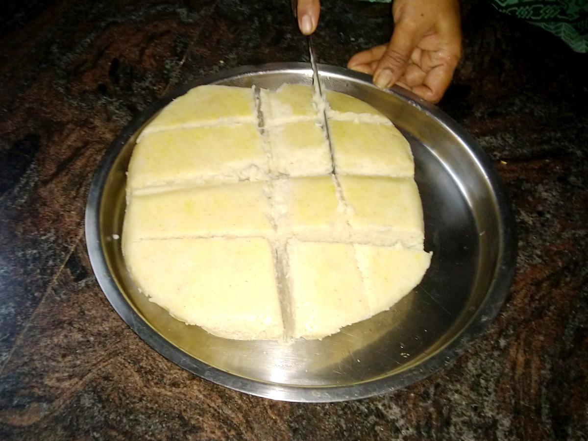 Rice and lentil cake for festivals (non-sweet item)