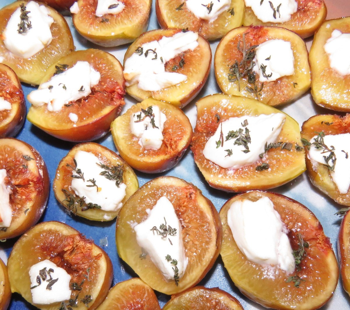 Roasted Figs with Goat Cheese and Thyme