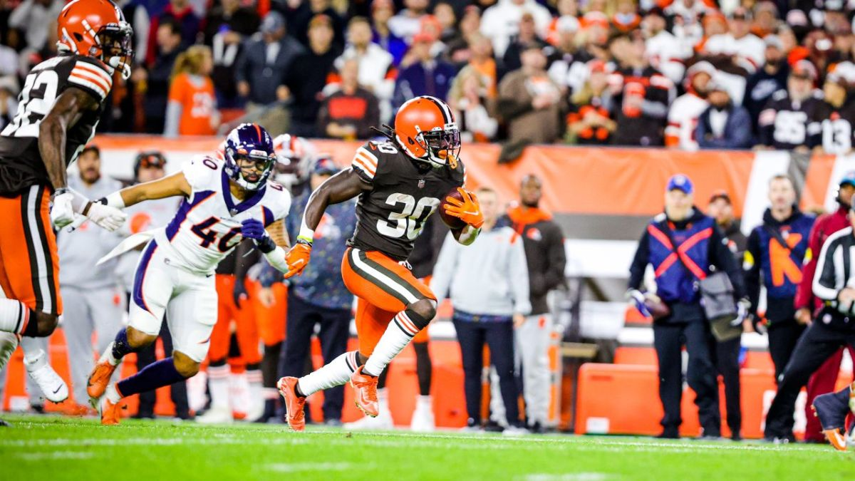 Browns edge Denver 17-14. Keenum was solid. D. Johnson rushes for 146 yards and a TD.