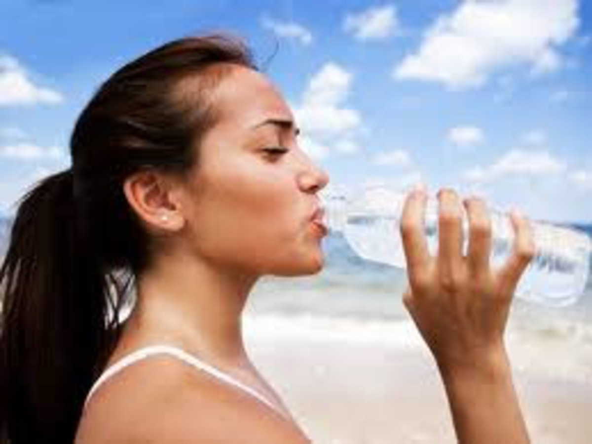 Drinking water can greatly help you lose weight, reduce bloating and feel better overall!