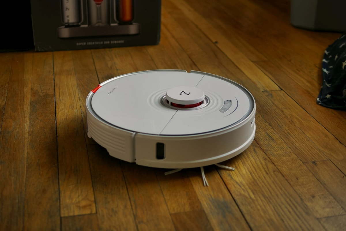 This Robot Cleaner Vacuums and Mops Your Floors