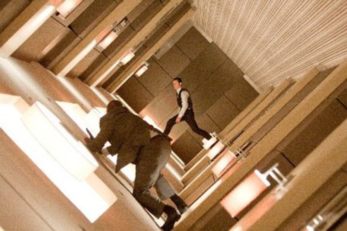 Joseph Gordon-Levitt (background) in Inception.