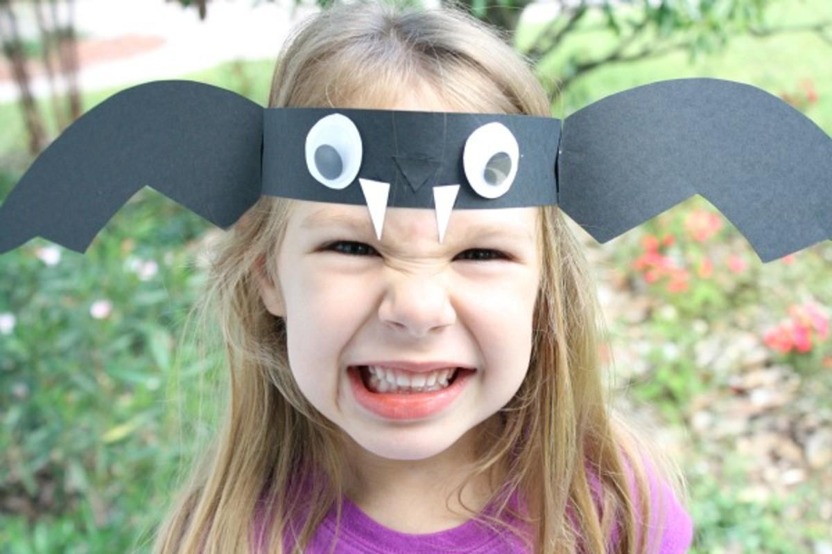 making-bat-crafts-for-halloween