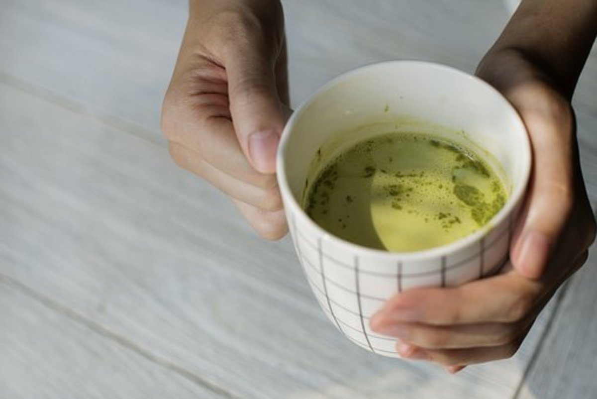 A cup of lime flavored Japanese matcha green tea ca keep you in a better mood