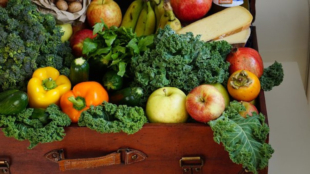 Flavonoids are contained in many fruits and green leafy vegetables