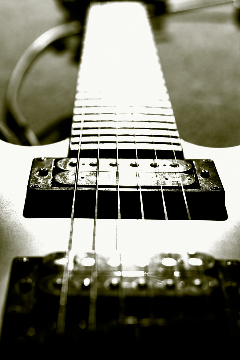 Learn To Play Guitar Online - How To Play Guitar  - Become A Guitarist:  An Introduction