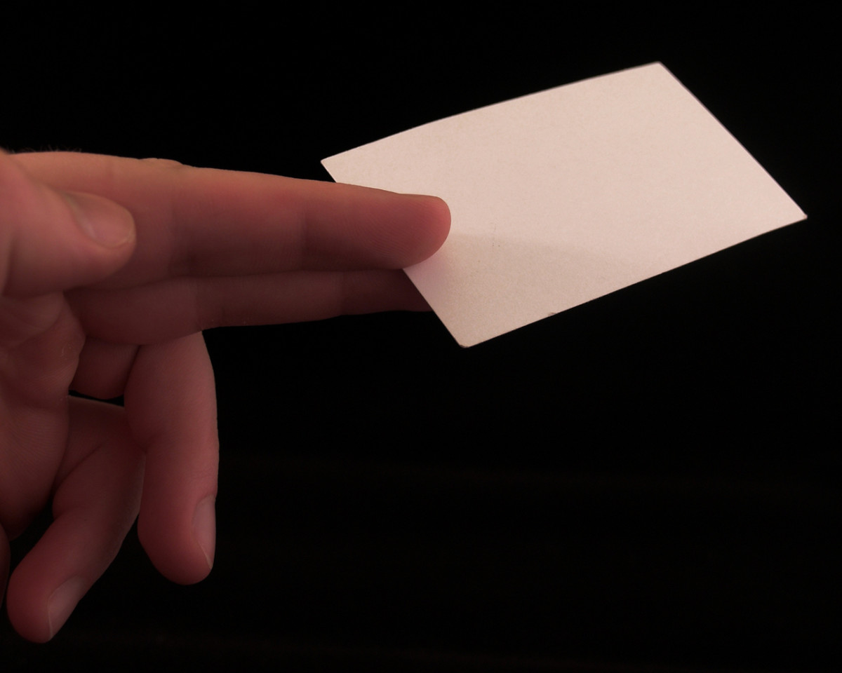 10 Powerful Tips How to Market Your Skills and Services Using Business Cards