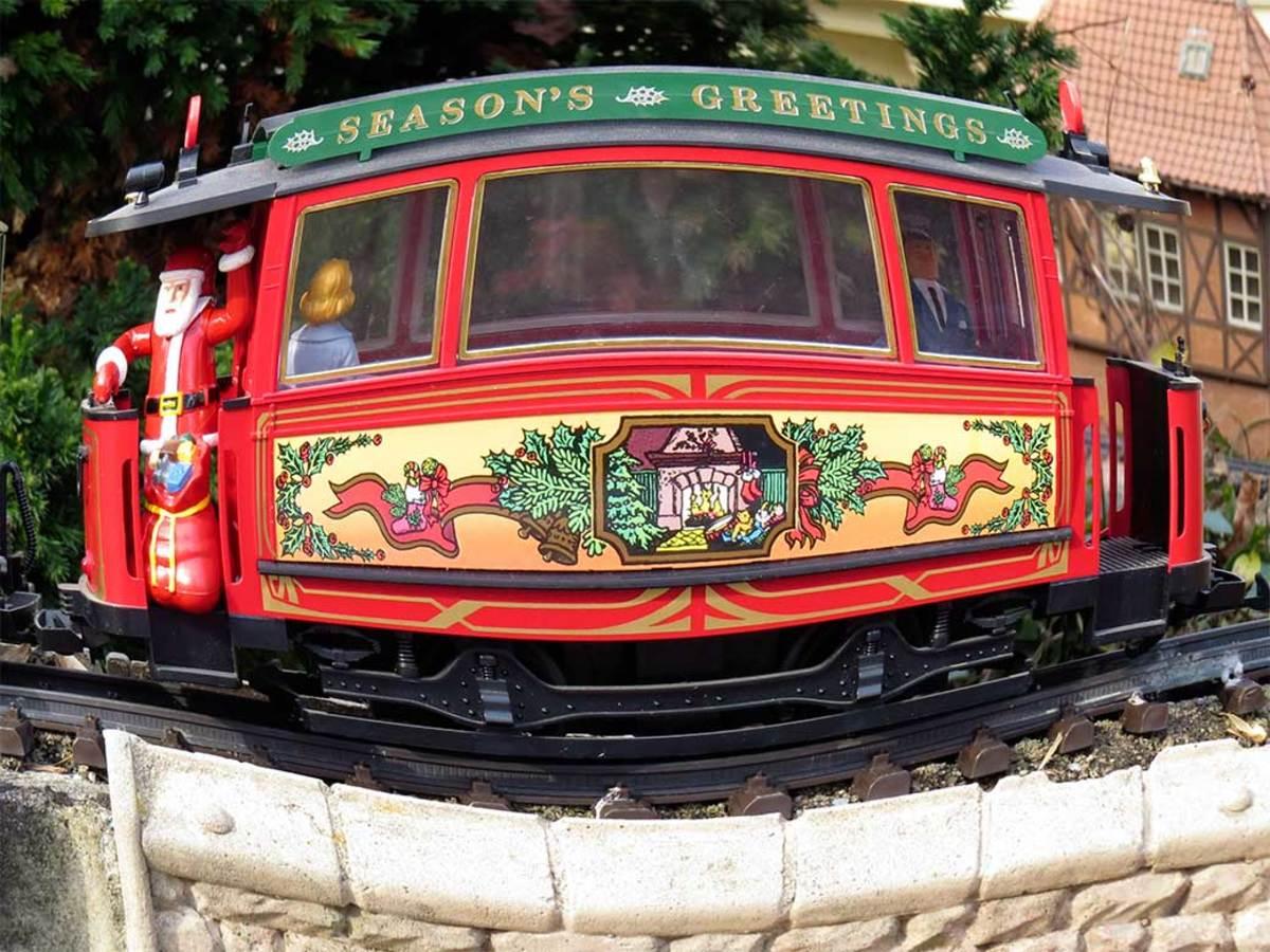 Seasons Greetings large G scale trolley.