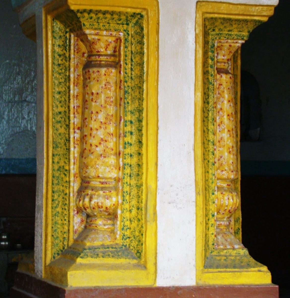 Decorated pillar, Mohanta Asthal temple, Ukhra