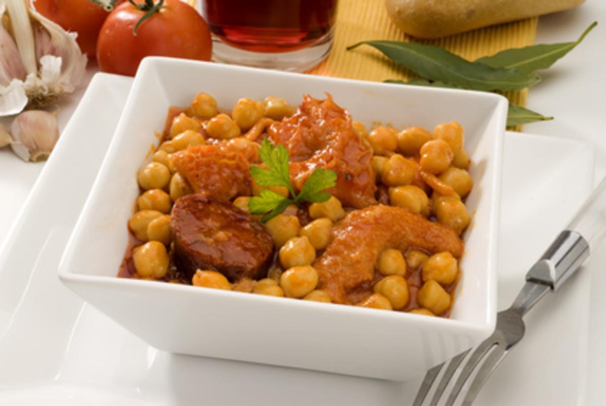 Spanish cuisine. Callos con garbanzos a la madrilena. Image: © AgathaLemon - Fotolia.com