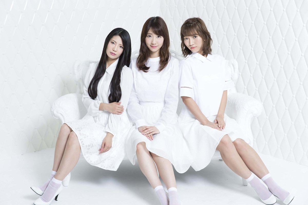 From left to right: Asuka Kuramochi, Yuki Kashiwagi, & Aki Takajo. The girls were promoting their studio album French Kiss.