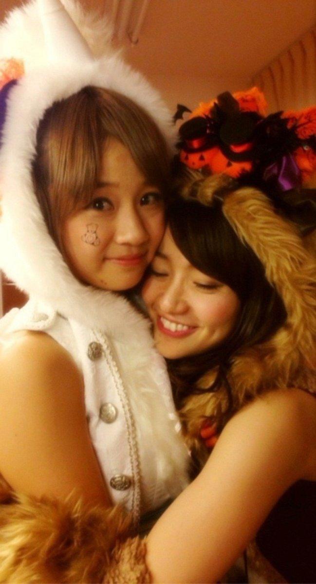 Haruka Shimada gets a hug from former member Yuko Oshima (right).