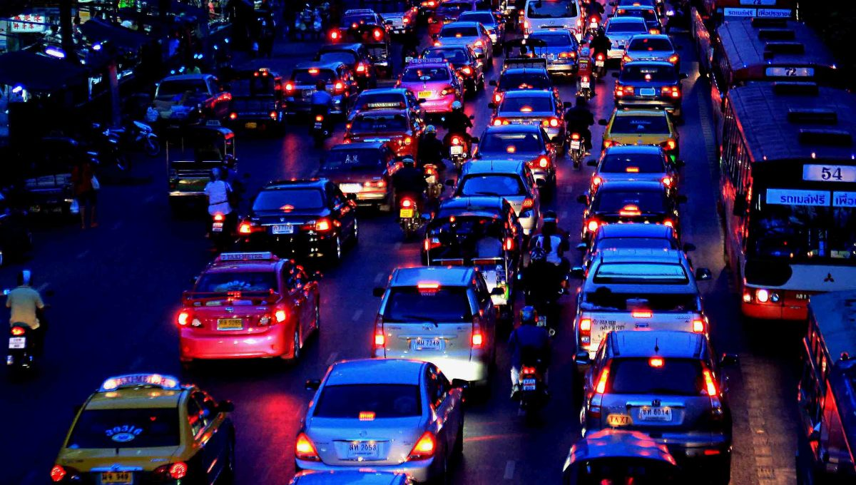 Bangkok by night - on the main streets, the traffic never stops