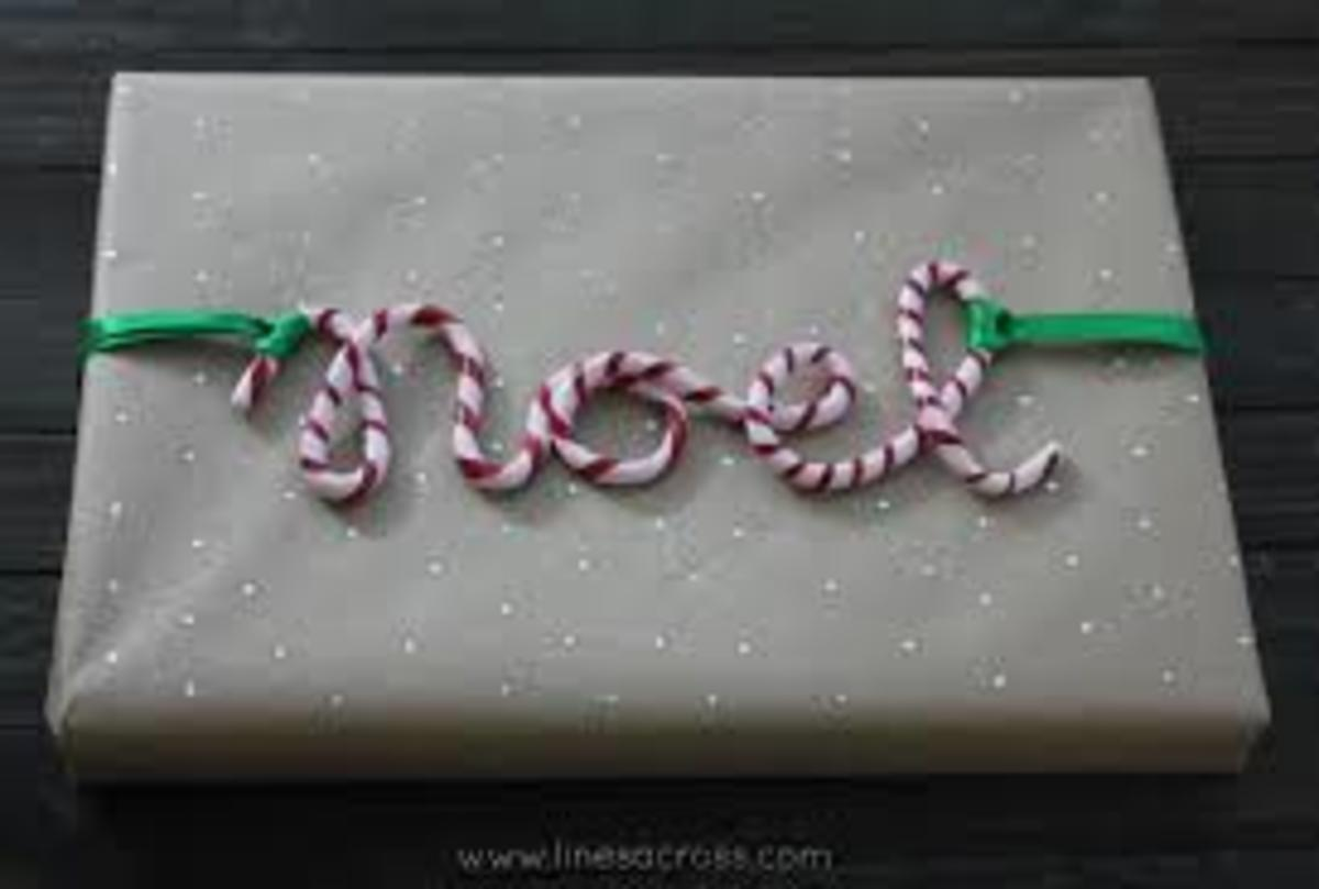 Candy cane with personalised names on the package can look amazing