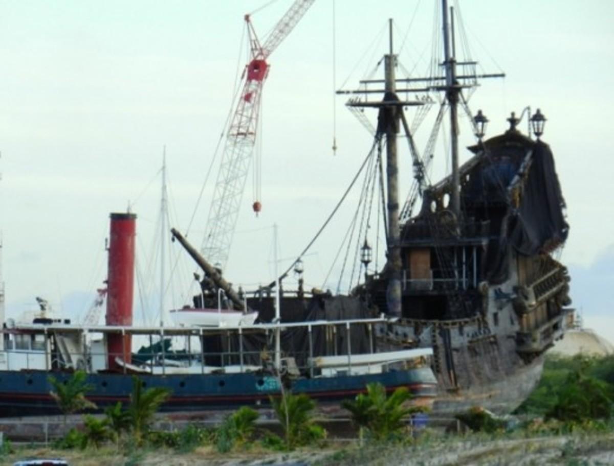 Strange ship near Ko Olina Marina