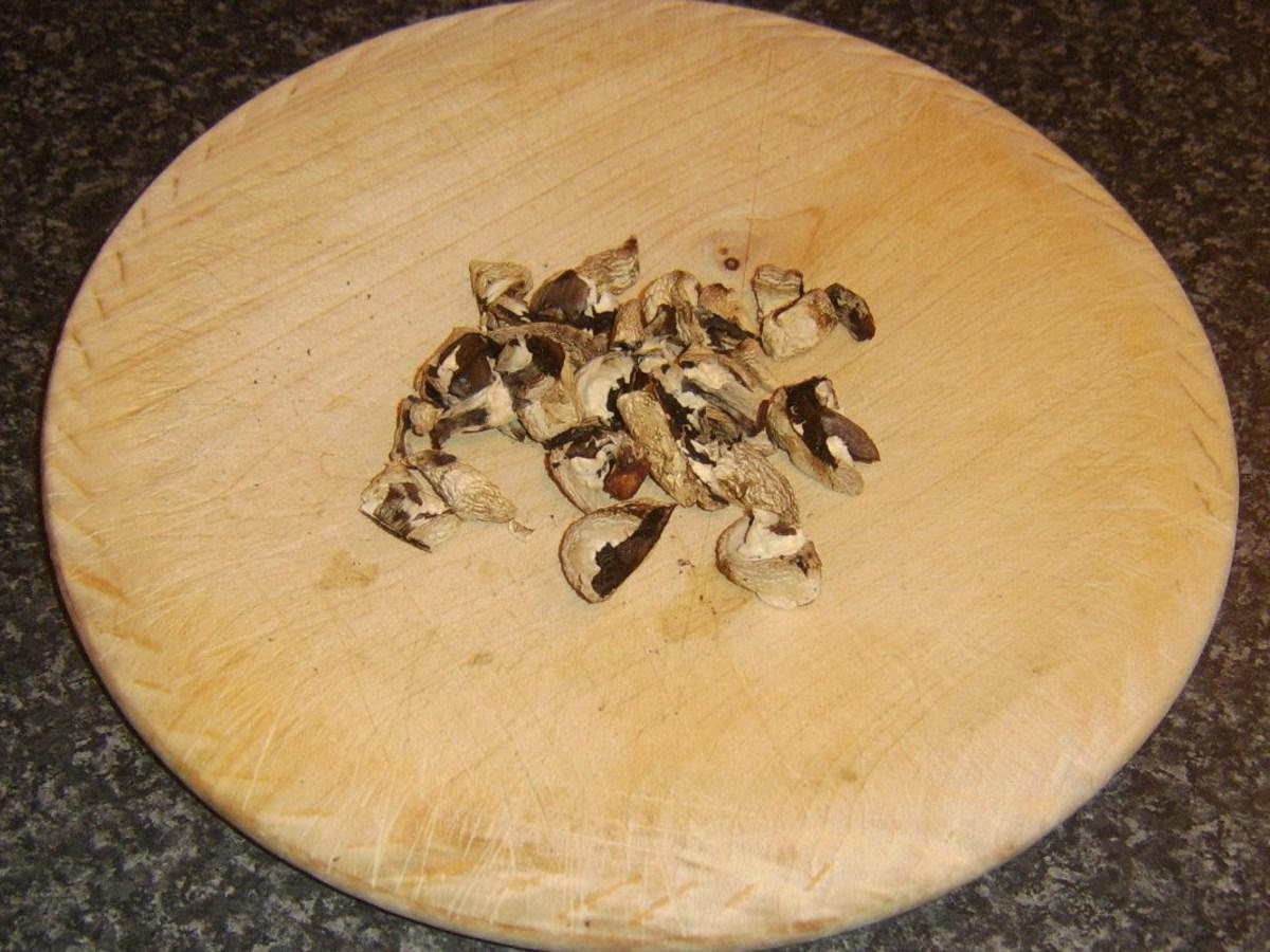 Chopped, dried mushrooms