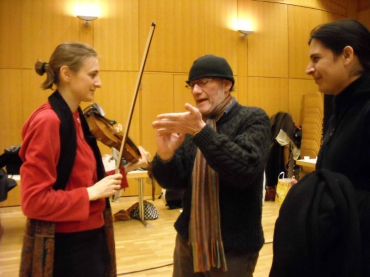 Jose Luis Gomez & Oscar Edelstein clarifying details with the concert master