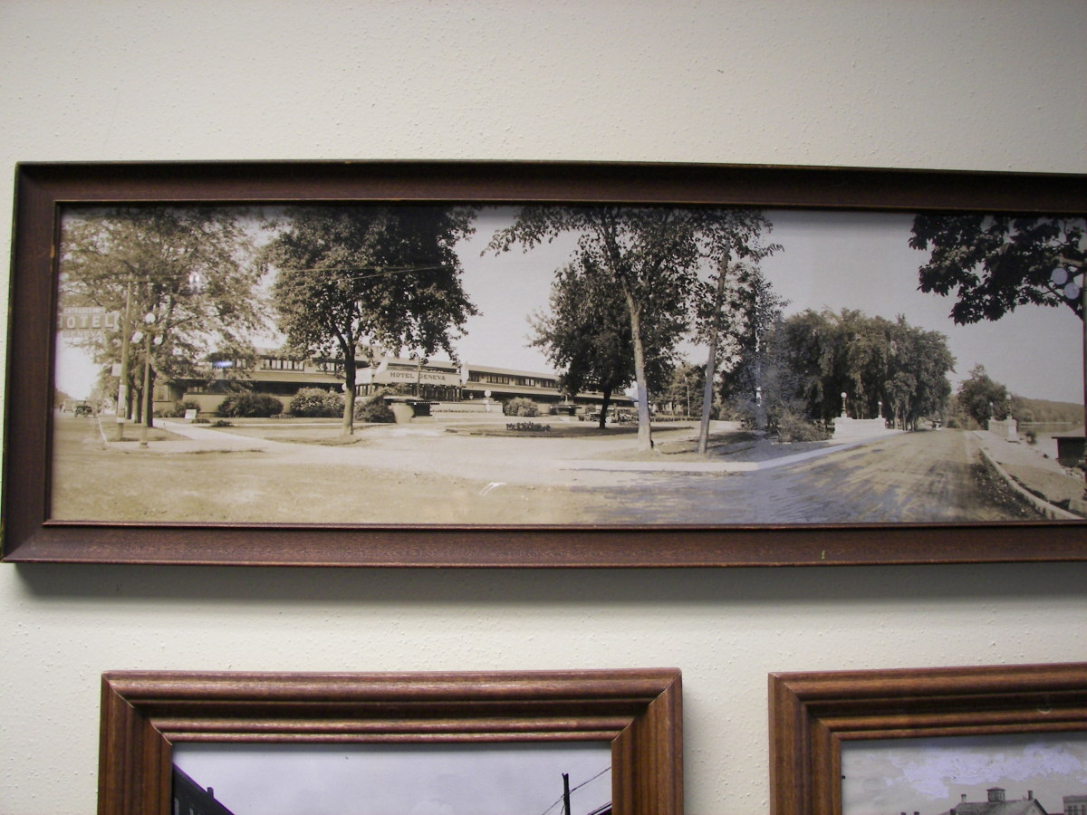 Geneva Lake Museum photo of the Frank Lloyd Wright Hotel (photo courtesy of GmaGoldie)