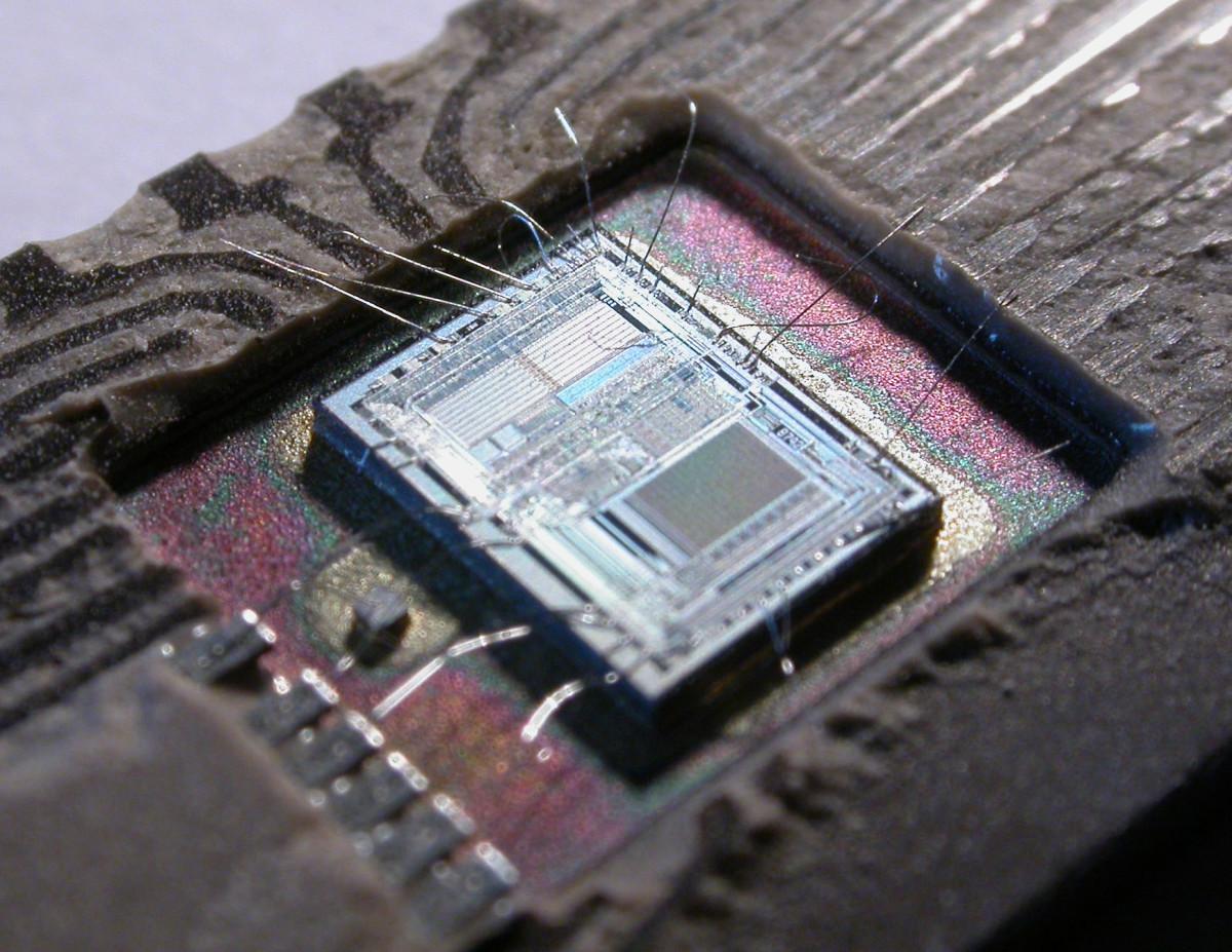 Integrated Circuit - 8 bit microcontroller
