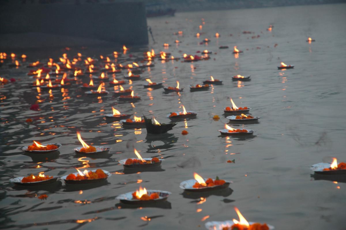 Deepdaan in River Ganga