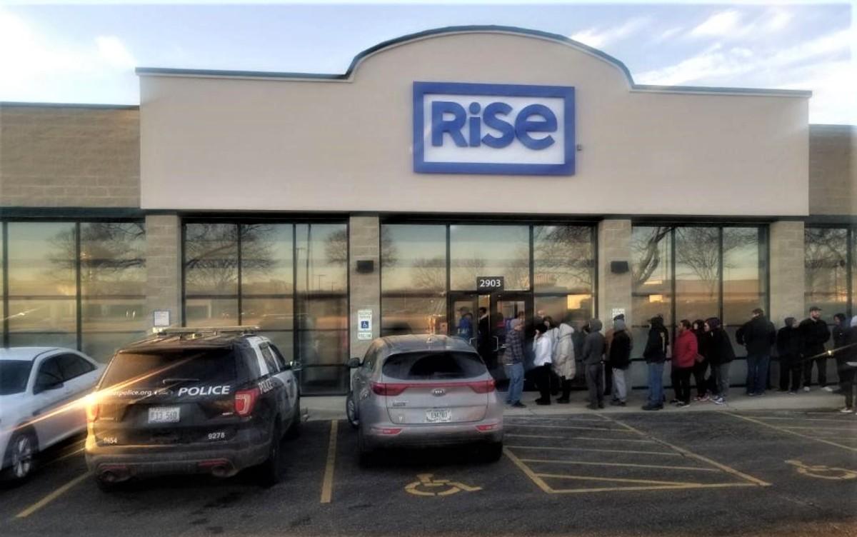 Buying Marijuana at the Rise Dispensary in Joliet, Illinois