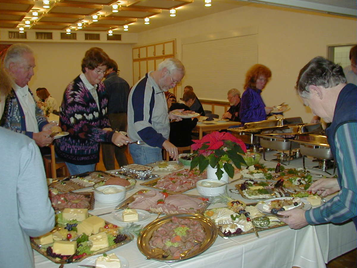 What a nice buffet table looks like