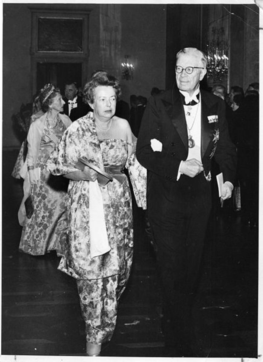 Maria Goeppert Mayer with King Gustaf VI Adolf of Sweden.
