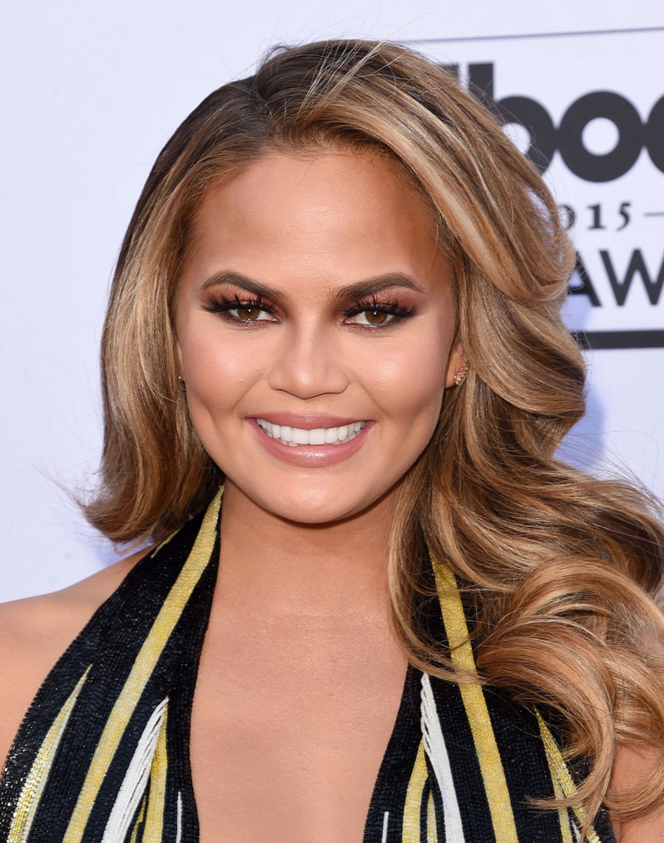 Chrissy Teigen wants Thomas Markle to stop embarrassing his daughter, Meghan Markle, Duchess of Sussex