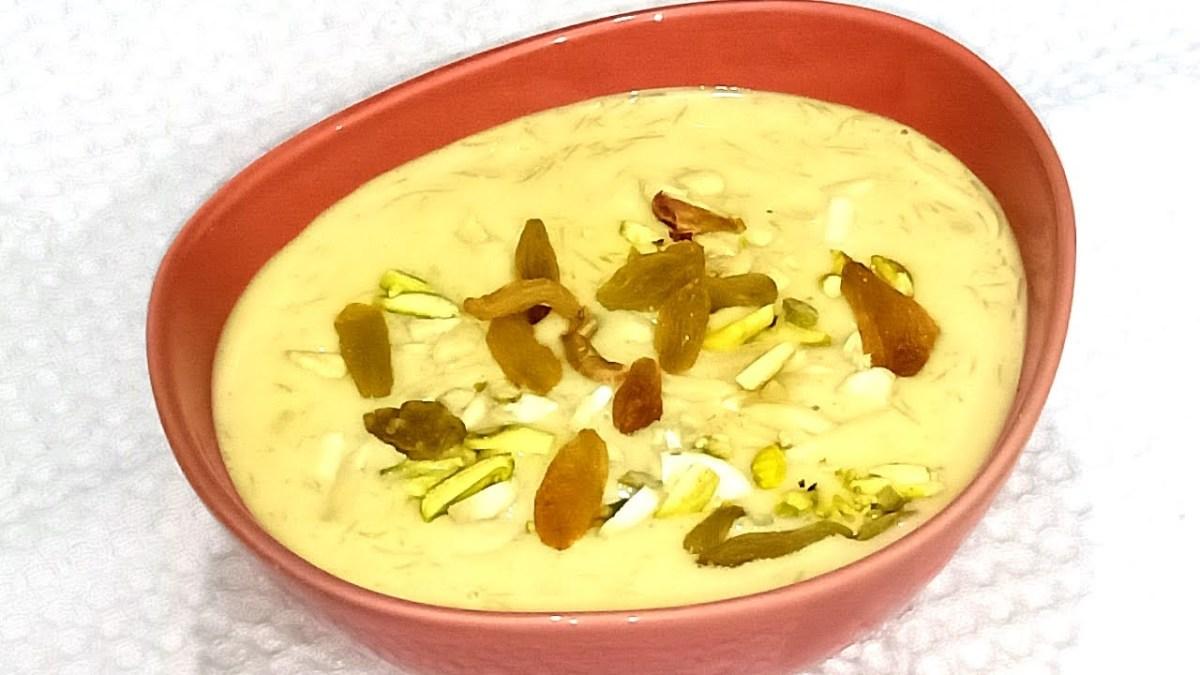 Vermicelli custard with saffron, nuts, and raisins