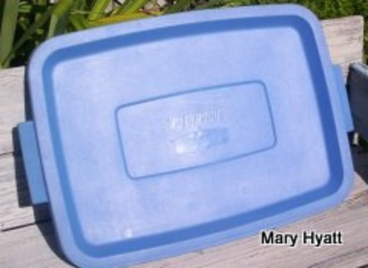 This is the top to a storage box.  It is perfect to use as a base for our Easter Bunny cake.