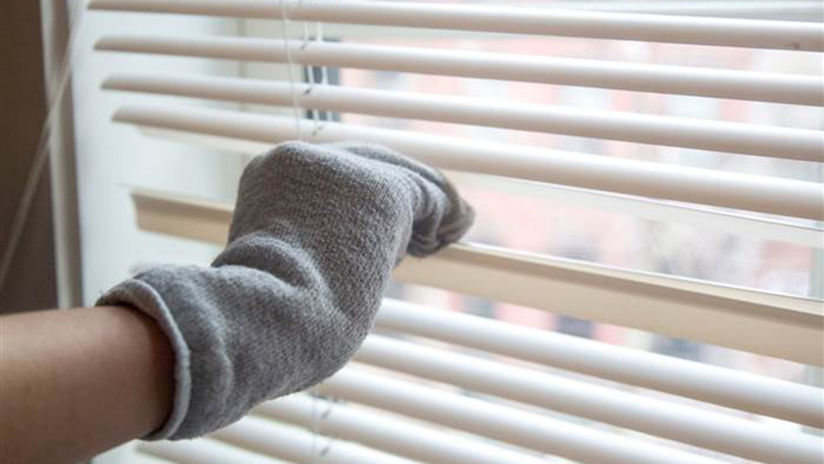 Use the clean blinds with the socks.