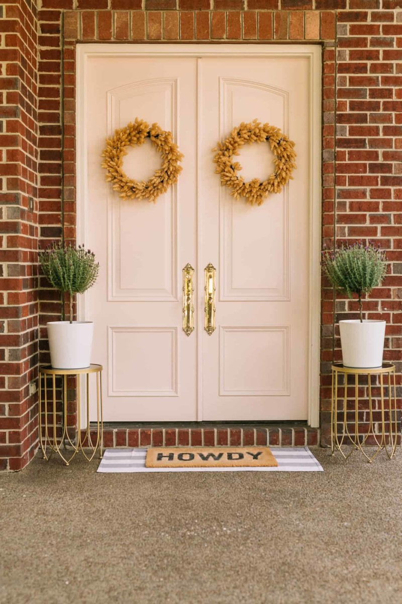 Painted pink door ideas are so cute!  The pink front doors are believed to be the most beautiful!