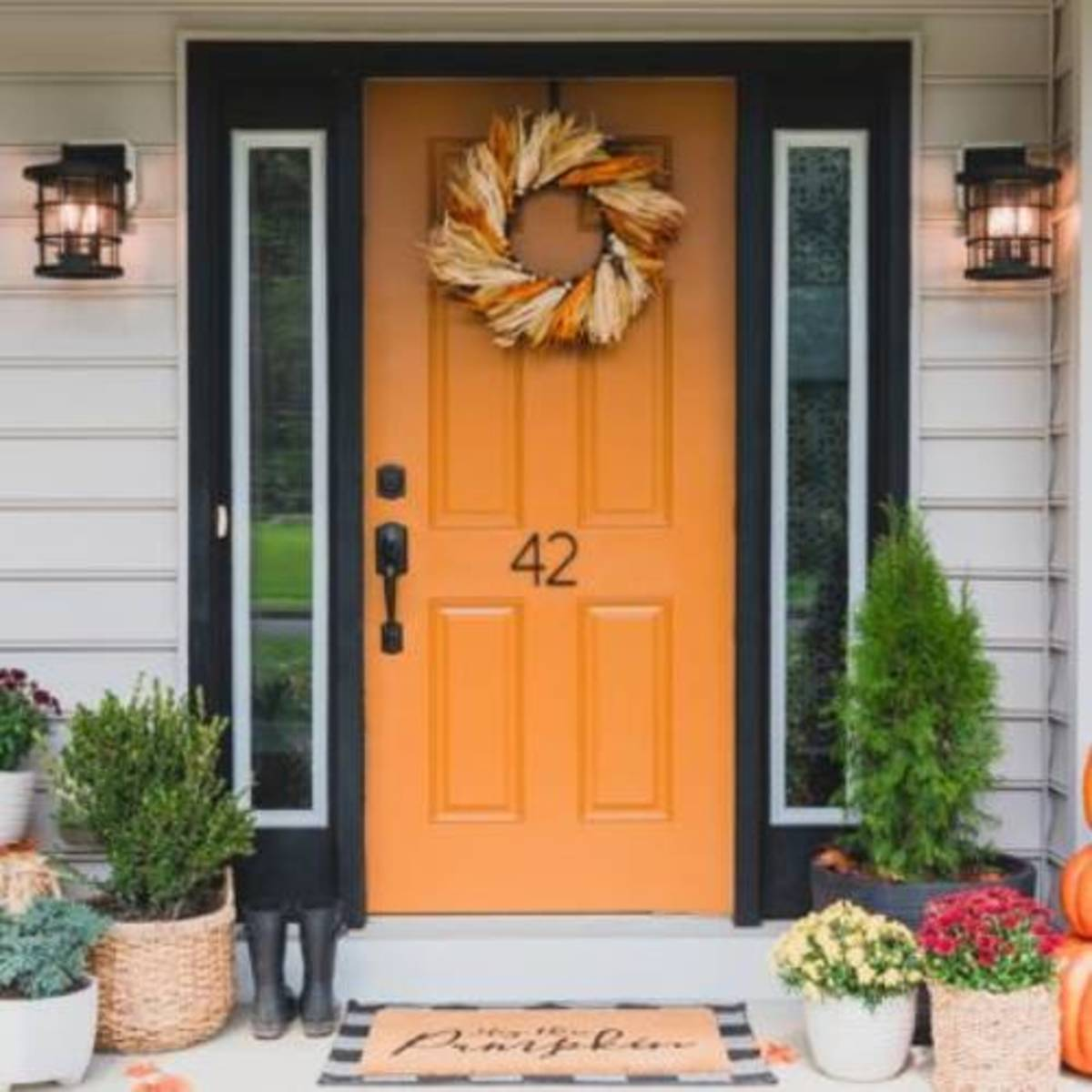 Fall for the spice paint on the entry door!