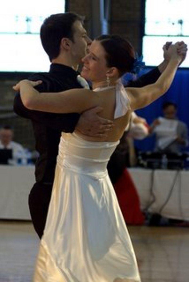 How to do basic waltz steps. (Men's and Women's parts)