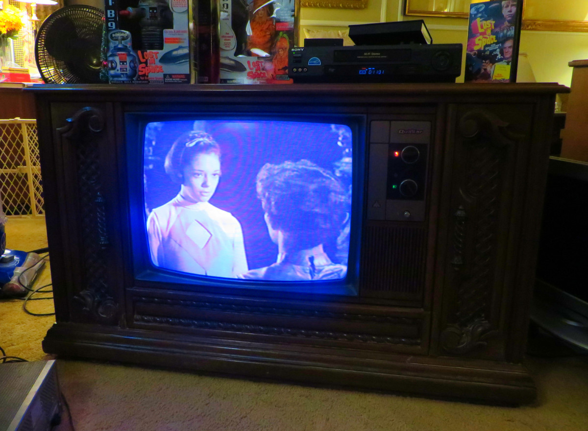 Penny Robinson and J-5 having a Heart felt talk on the Quasar television. This TV has such a rich sound through the speakers. The voices are clear and almost sound like the actors are in the room with you.