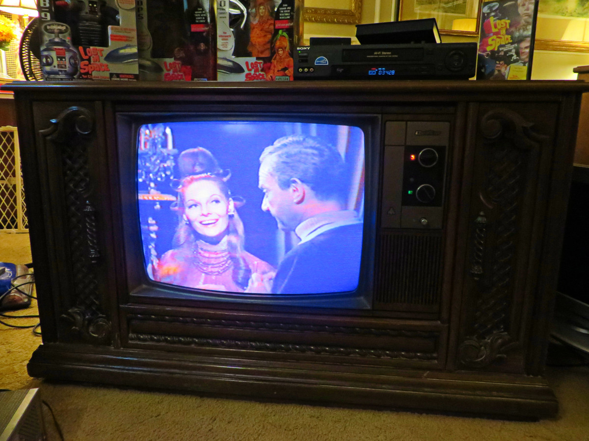 Doctor Smith Meets Zaybo, in his scene being showed on the Quasar Color Console Television Model WL9439SP