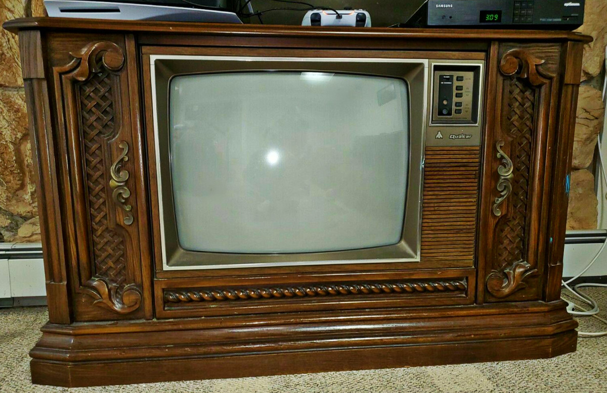 A later  Quasar, with a twenty five inch CRT, version with a very similar Cabinet design, Model TL9368UP, with the Chassis number: ASQDTS980F-A02