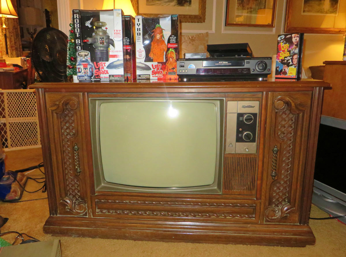 It took me many years to find this lovely Quasar Color Console Television. It only cost my $50.00 but it was worth much more to me.