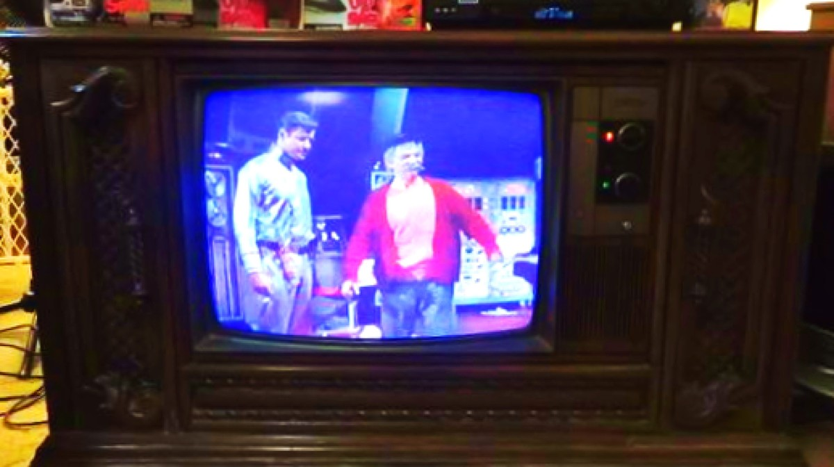 quasar-color-console-television-model-wl9439sp-and-other-vintage-quasar-tvs
