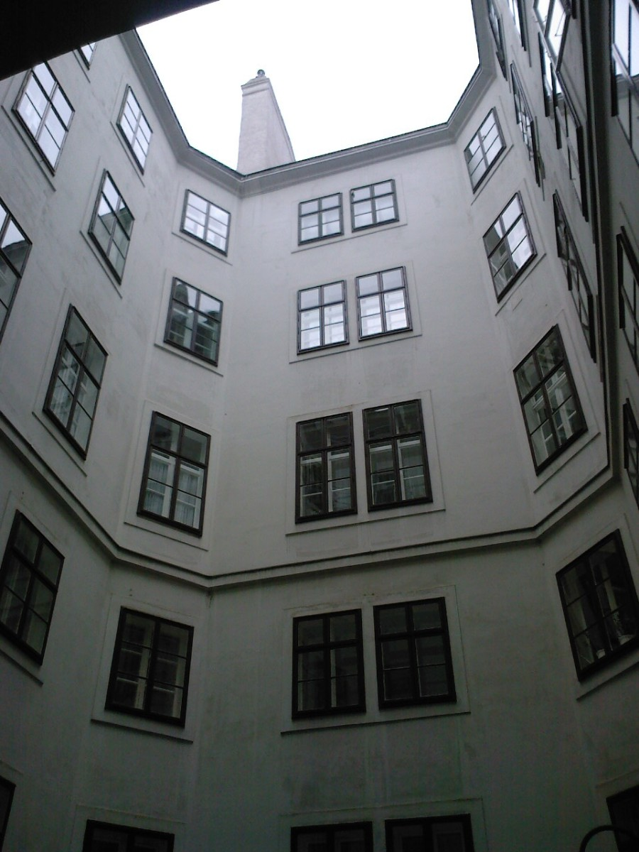 The yard inside the building of Beethoven's apartment. And the composer lived on the highest floor!