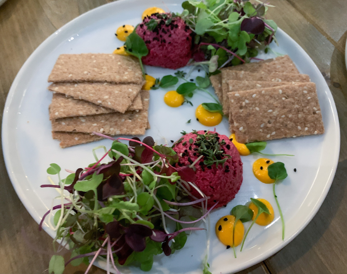 Sunflower Beetroot Hummus