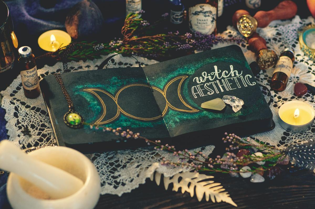 Witchcraft: Simple Home Spells Anyone Can Do