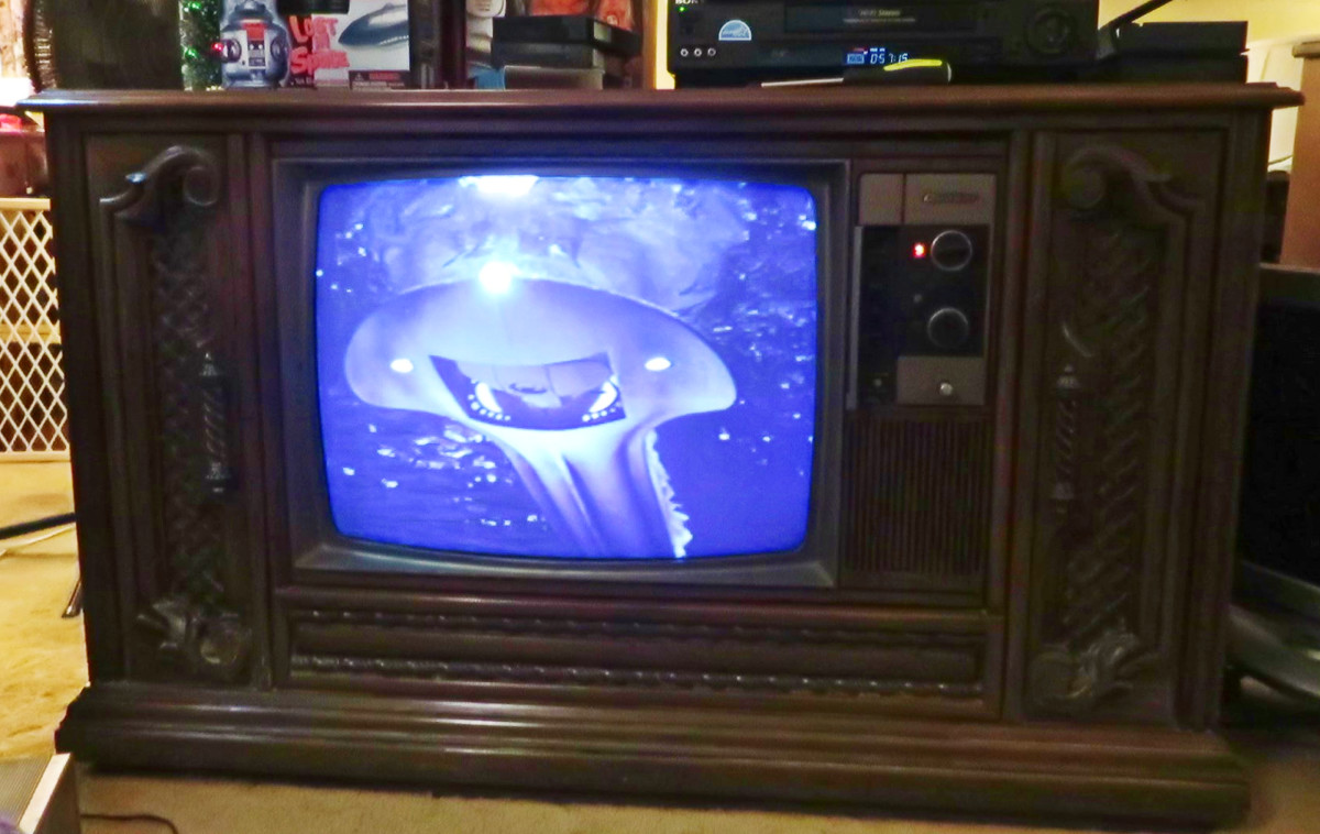 Voyage to the Bottom of the Sea, The Flying Sub, played on the Quasar Color Console Television Model WL9439SP, Early Dynacolor Quasar. Quasar Color Console Television Model WL9439SP. One of the early Quasar Dynacolor designs, Chassis Number SLTS976FA