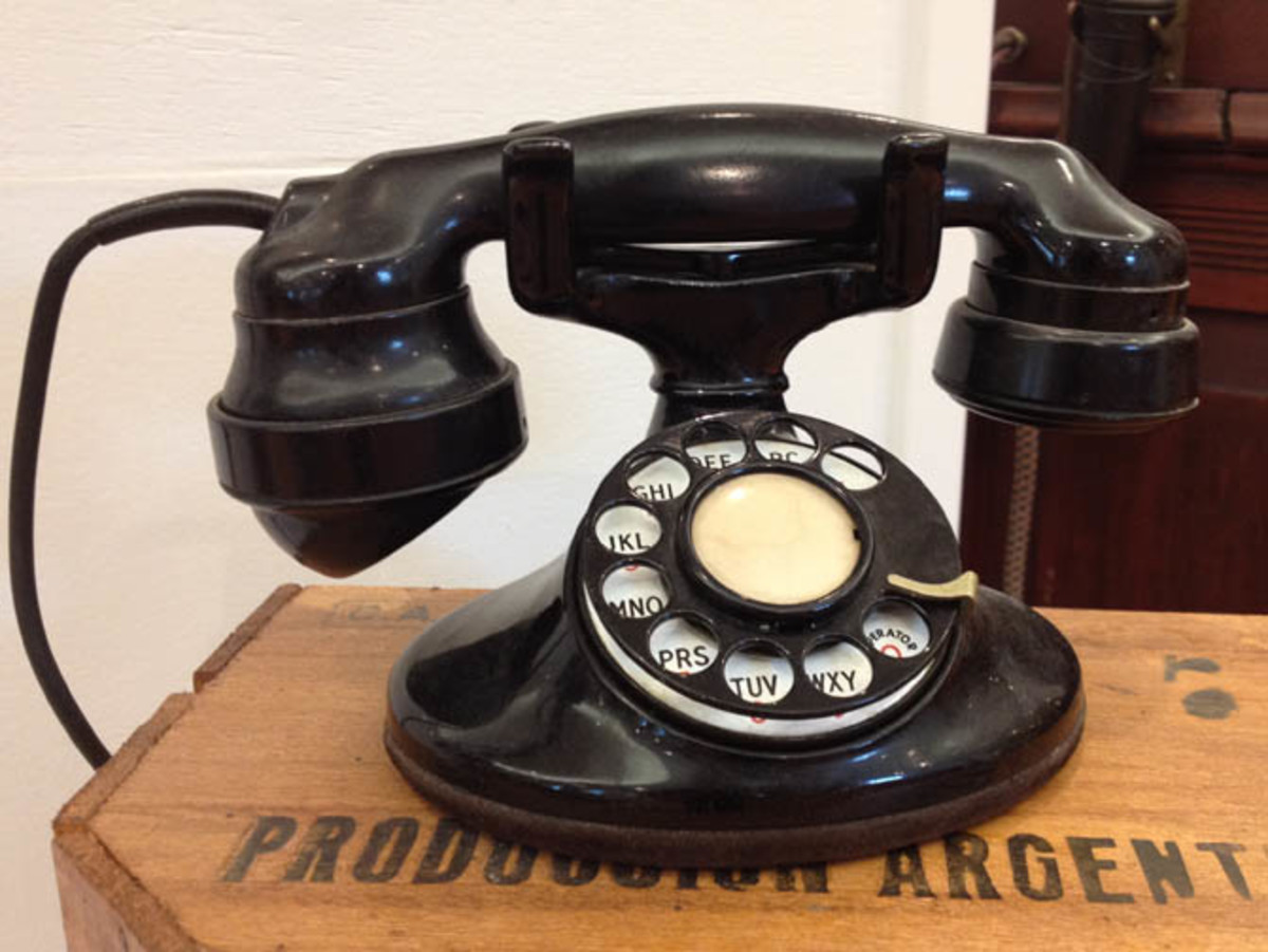 Vintage telephones have an amazing visual impact. Instagram can turn an already 'cool' phone into a cooler phone! More here:http://instagram.com/nhtelephonemuseum